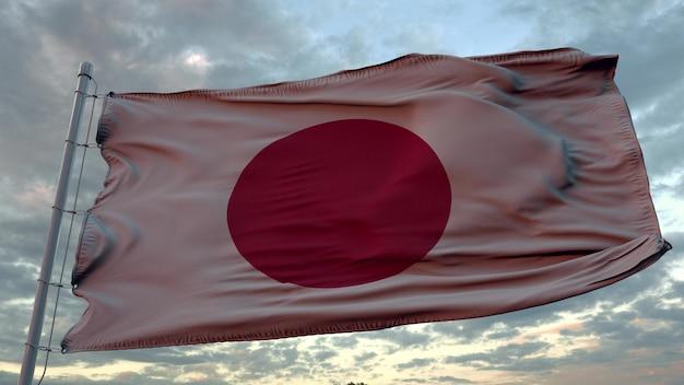 Vlag van japan zwaaien in de wind tegen diepe mooie hemel bij zonsondergang