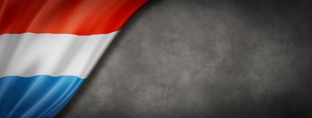Vlag van luxemburg op betonnen wand