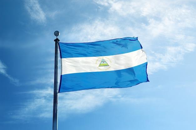 Vlag van nicaragua op de mast