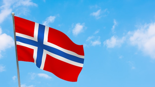 Vlag van noorwegen op paal. blauwe lucht. nationale vlag van noorwegen