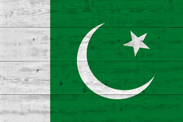 Vlag van pakistan geschilderd op oude houten plank