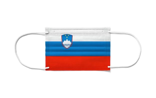 Vlag van slovenië op een chirurgisch wegwerpmasker