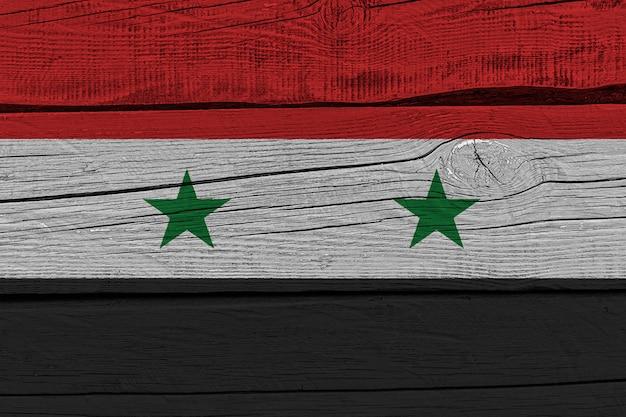 Vlag van syrië geschilderd op oude houten plank