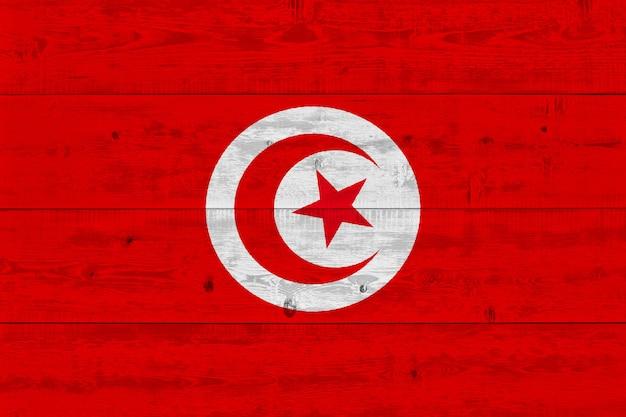 Vlag van tunesië geschilderd op oude houten plank