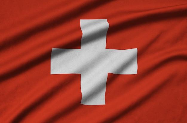 Vlag van zwitserland met veel plooien.