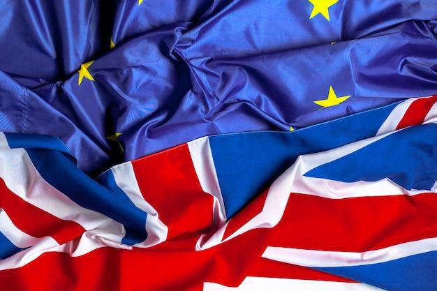 Vlaggen van het verenigd koninkrijk en de europese unie
