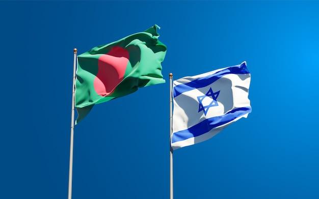 Vlaggen van israël en bangladesh samen op hemelachtergrond