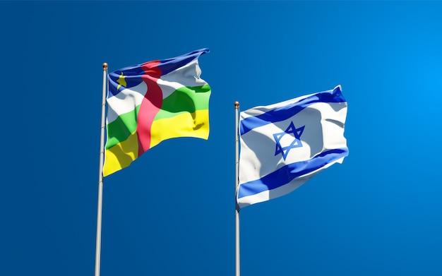 Vlaggen van israël en de centraal-afrikaanse republiek samen op hemelachtergrond