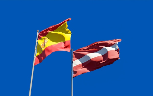 Vlaggen van spanje en letland. 3d-illustraties