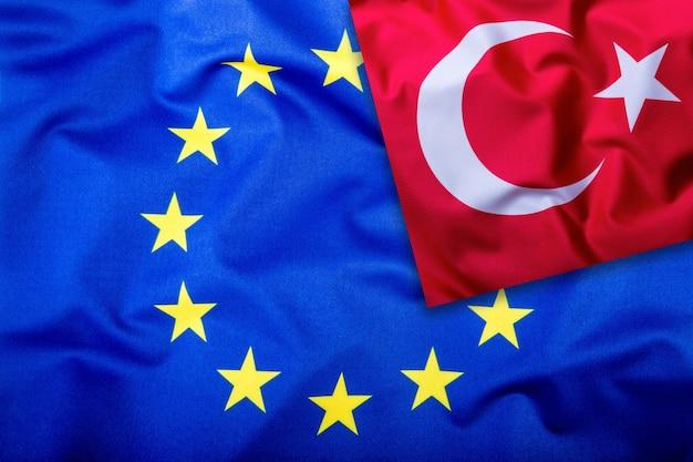 Vlaggen van turkije en de europese unie turkse vlag en eu-vlag vlag binnen sterren
