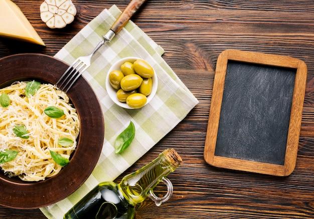 Vlak leg italiaanse voedselsamenstelling met leisjabloon
