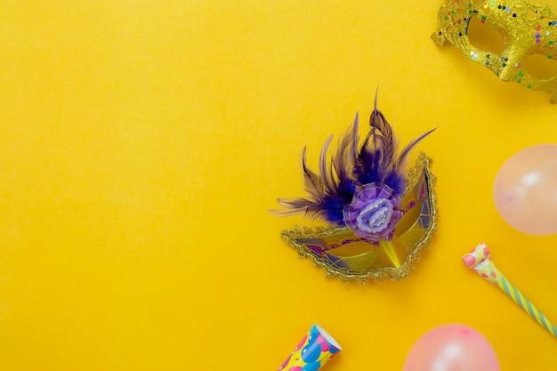 Vlak leg luchtbeeld van teken van van het carnaval festival concept als achtergrond.