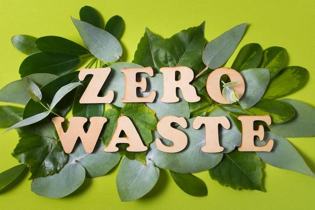 Vlakke opstelling van belettering zonder afval