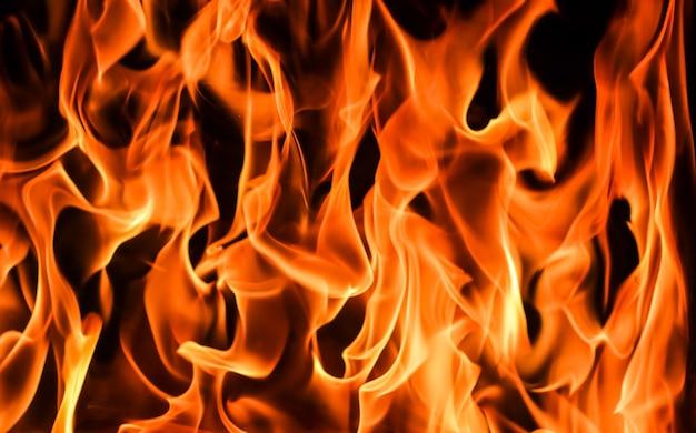 Vlammen van vuur op een zwarte achtergrond het mysterie van vuur