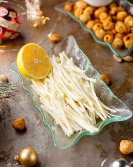 Vlechtkaas met citroen en gebakken dushbara