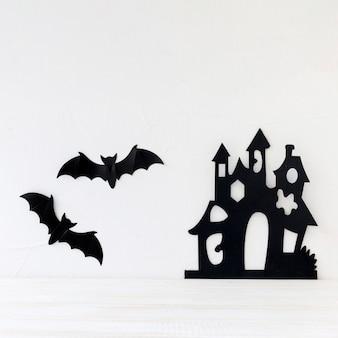Vleermuizen en papieren kasteel op de muur