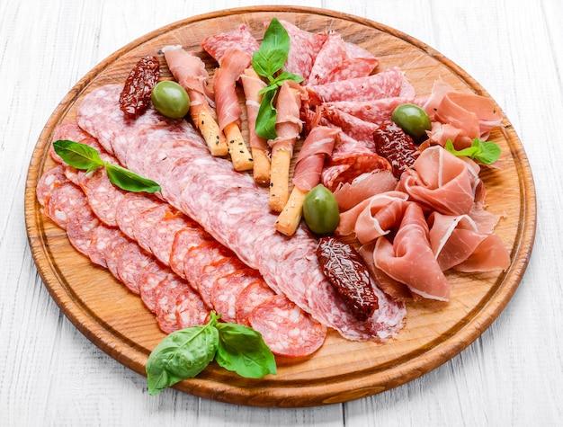 Vlees bord met salami worst, chorizo, parma