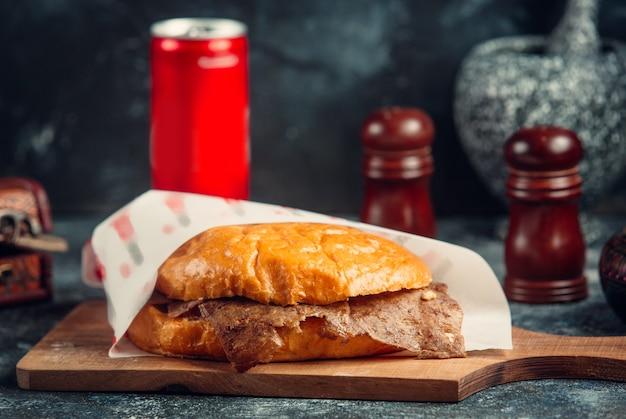Vlees doner in het brood