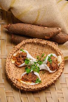 Vlees kaas en boter tapioca typisch eten van de noordoostelijke regio van brazilië