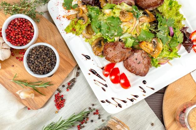 Vleessalade met groente