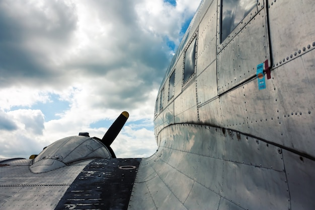 Vleugelaanzicht van vintage vliegtuigen