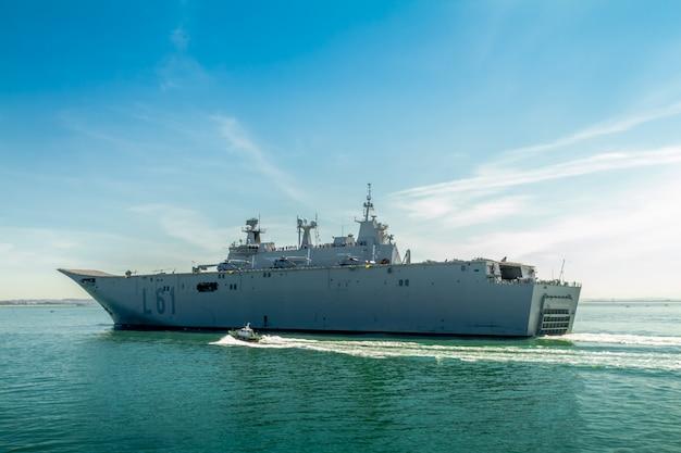 Vliegdekschip l-61 juan carlos i boot