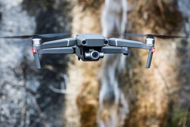 Vliegende drone voor luchtfotografie