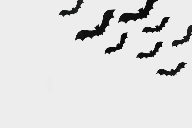 Vliegende vleermuizen gesneden uit papier