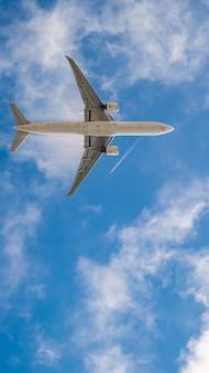 Vliegtuig op blauwe hemel, behang voor mobiele telefoon