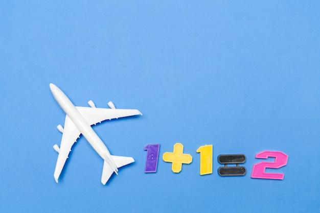 Vliegtuig op een achtergrond met kleur