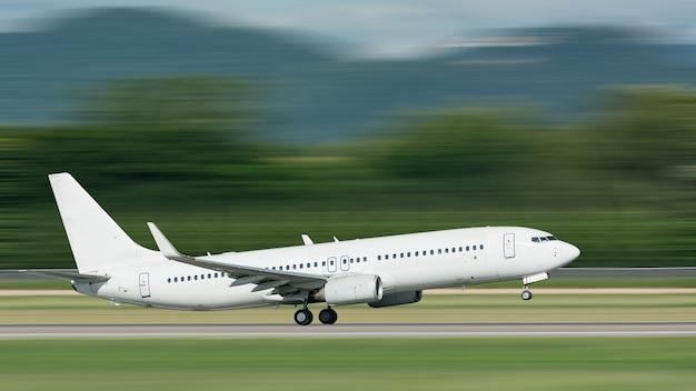 Vliegtuig opstijgen met motion blur effect
