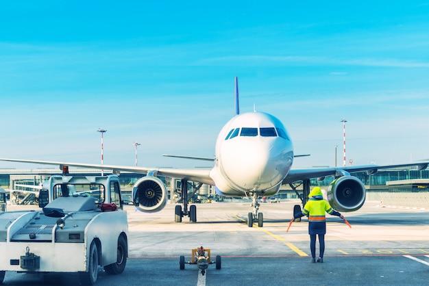 Vliegtuig parkeren op de luchthaven