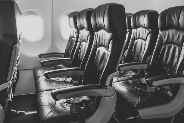 Vliegtuig stoelen in de cabine.