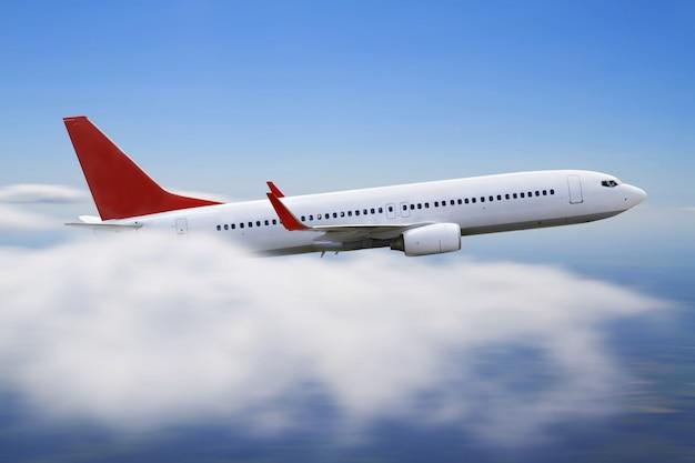 Vliegtuig vliegt over de wolk