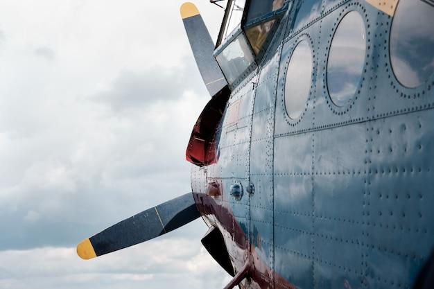 Vliegtuig voor vlucht in storm