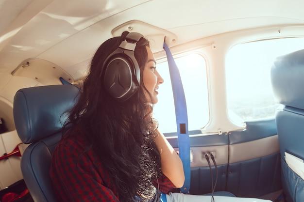 Vliegtuig vrouw passagier