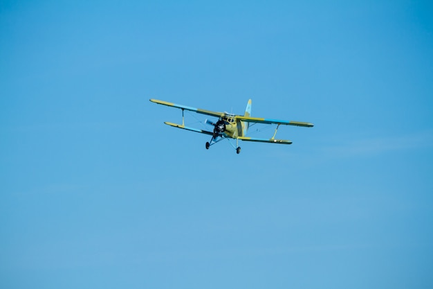 Vliegtuigen antonov helikopter
