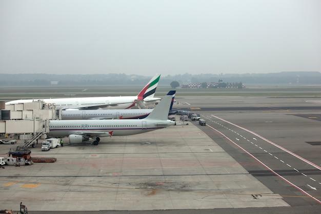 Vliegtuigen geparkeerd