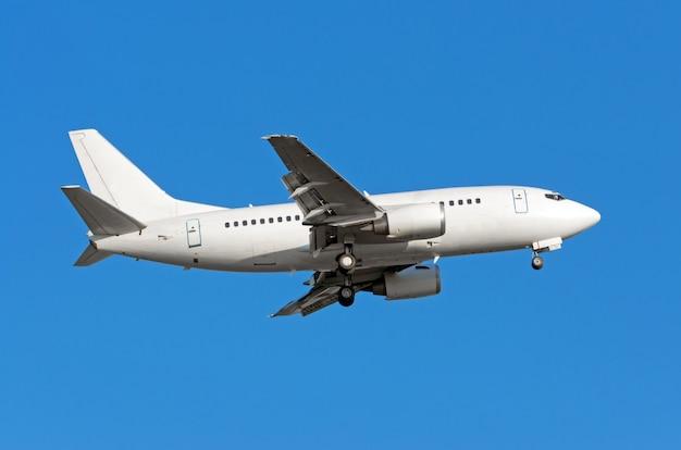 Vliegtuigen naderen voor de landing met landingsgestel