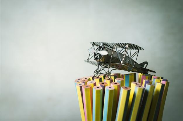 Vliegtuigenjager op potloden leergierige student, onderwijs,.