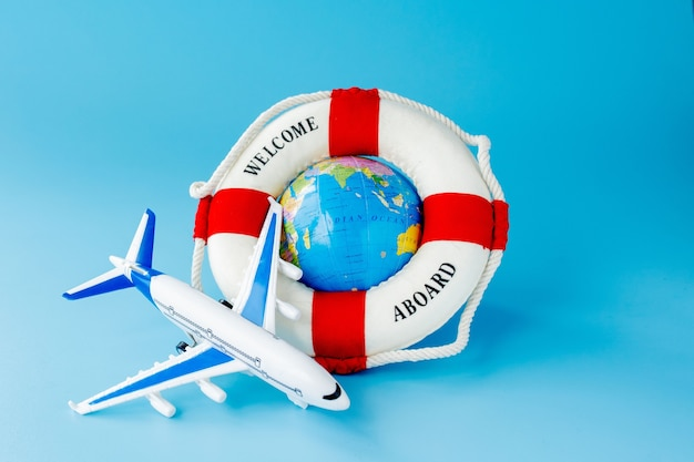 Vliegtuigmodel en aardebol