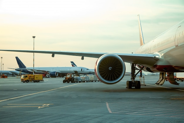 Vliegtuigmotor in zonlicht