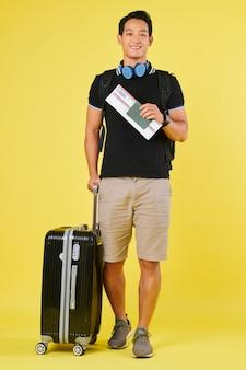 Vliegtuigpassagier met koffer