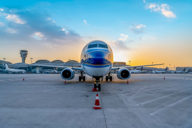 Vliegveld start-en landingsbaan passagiersvliegtuig