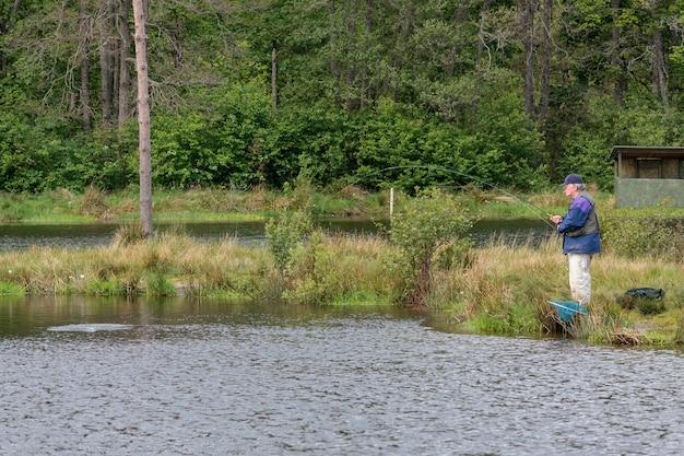 Vliegvissen op de findhorn river schotland