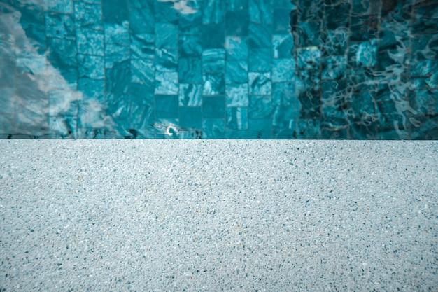 Vloertextuur met het zwembad voor achtergrond