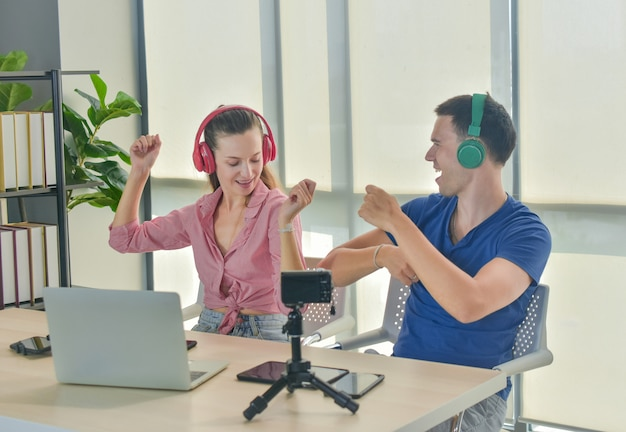 Vlogger internet star marketeer uitzending startend klein bedrijf