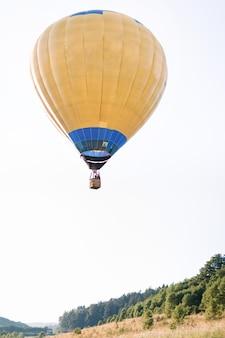 Vlucht op hete luchtballon