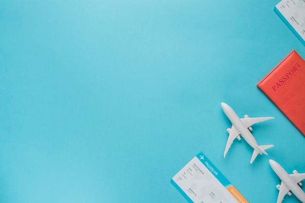Vluchtconcept met kaartjes