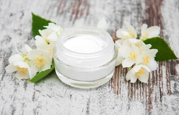 Vochtinbrengende crème met jasmijnbloemen